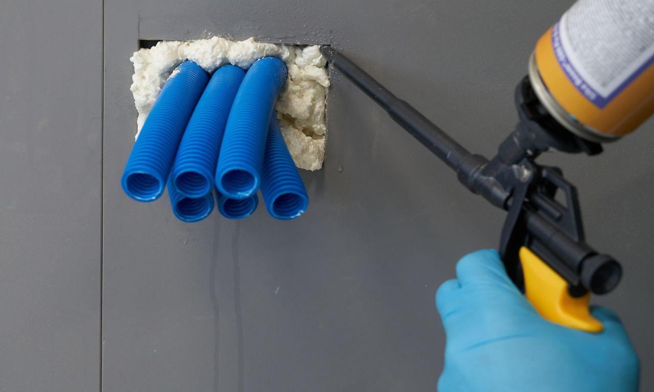 Application of gap filling foam