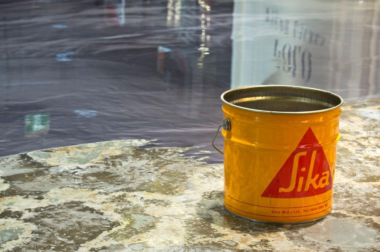 Yellow bucket with Sikafloor and metallic effect floor