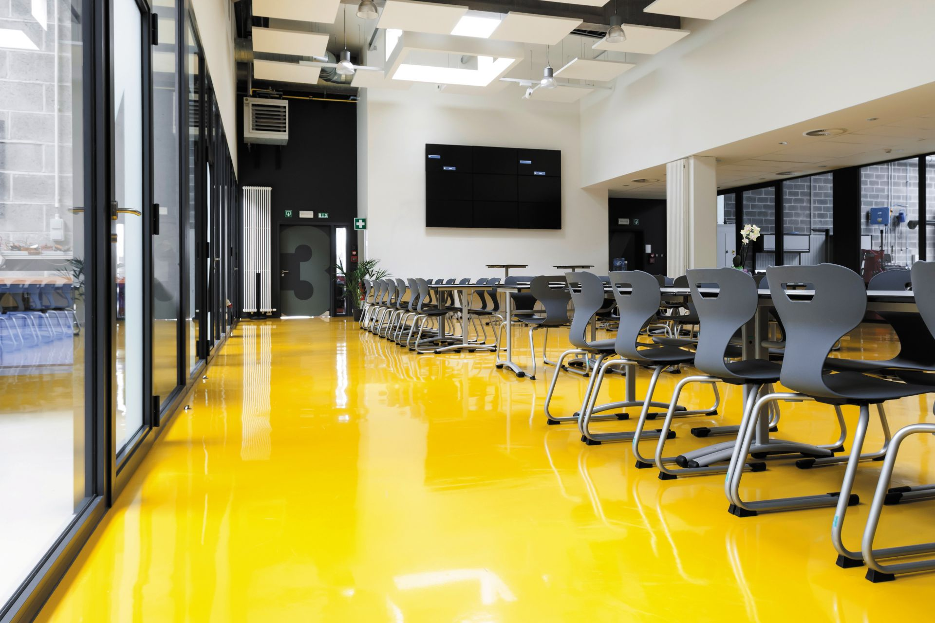 Sika ComfortFloor® yellow floor at school cafeteria