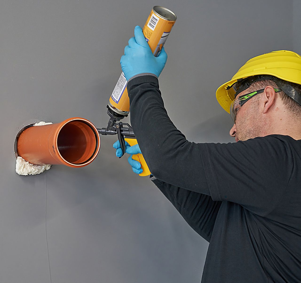 Application of gap filling Sika foams