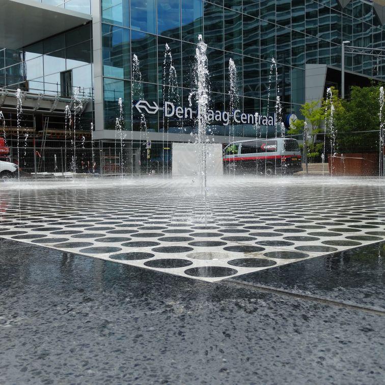 荷兰海牙中央车站的喷泉