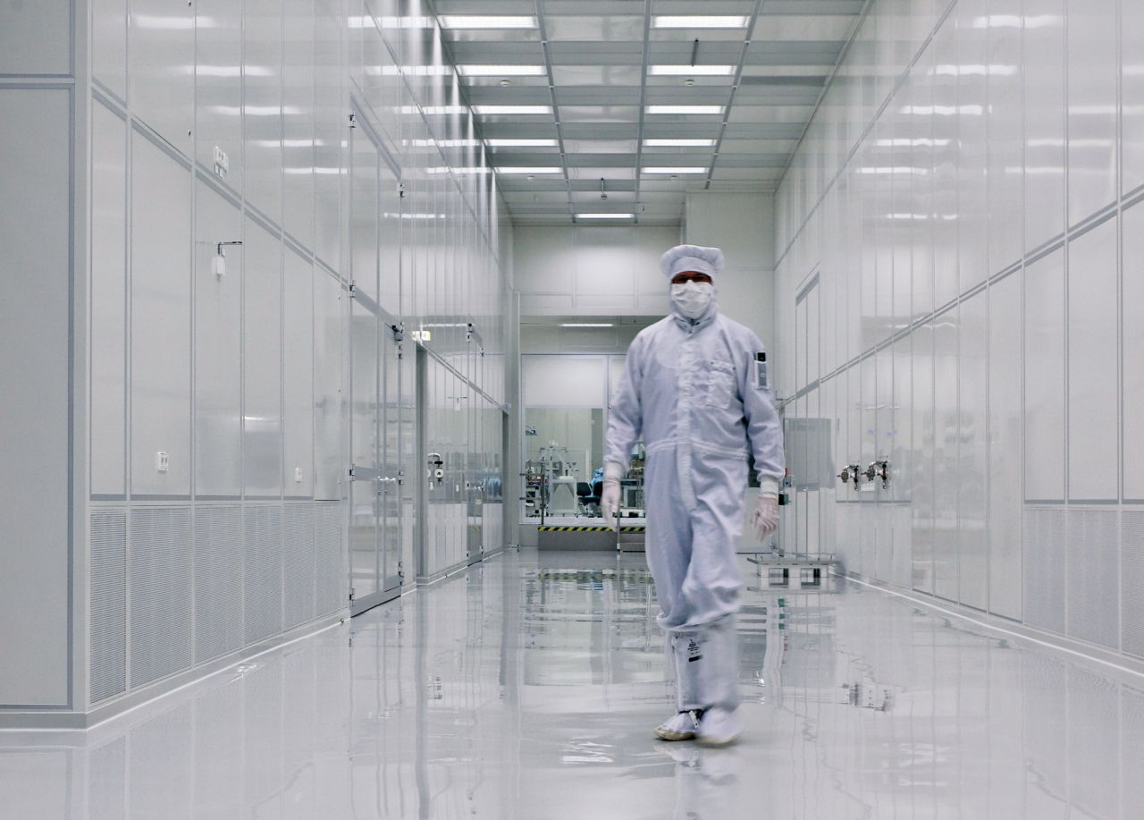 Industrial floor coating with Sikafloor system for clean room areas
