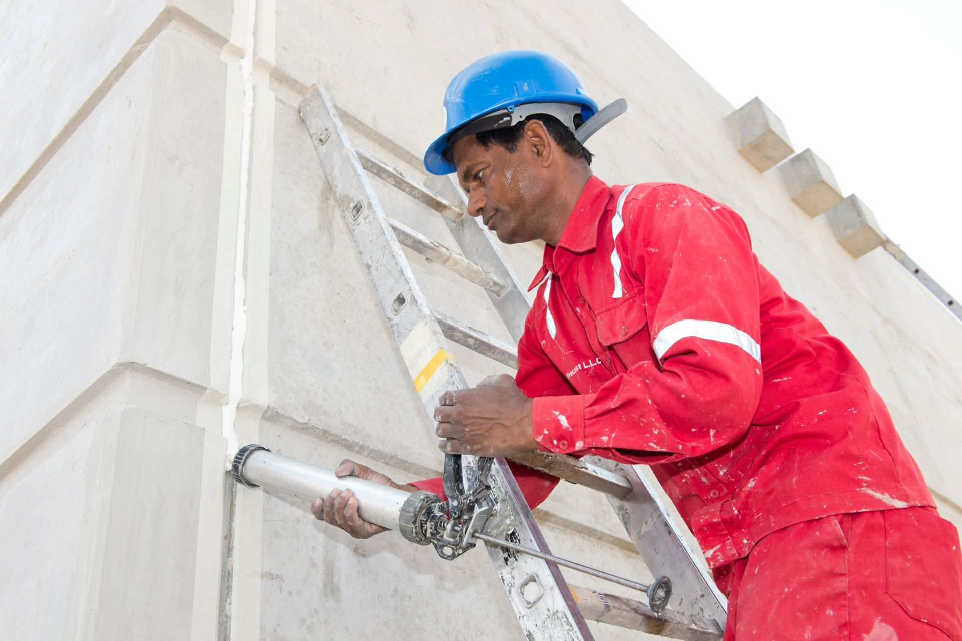 Man sealing joints of Musanda Villa structure with Sikaflex Construction+ at very high temperatures