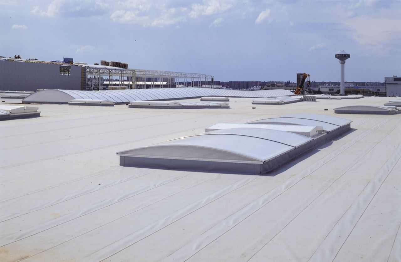 Insulated foam panel roofing system with membrane