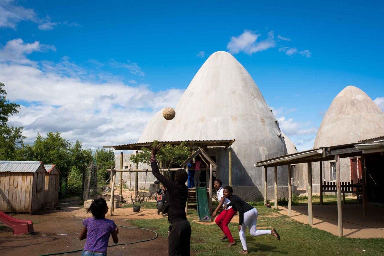 Kids Playing, Langbos