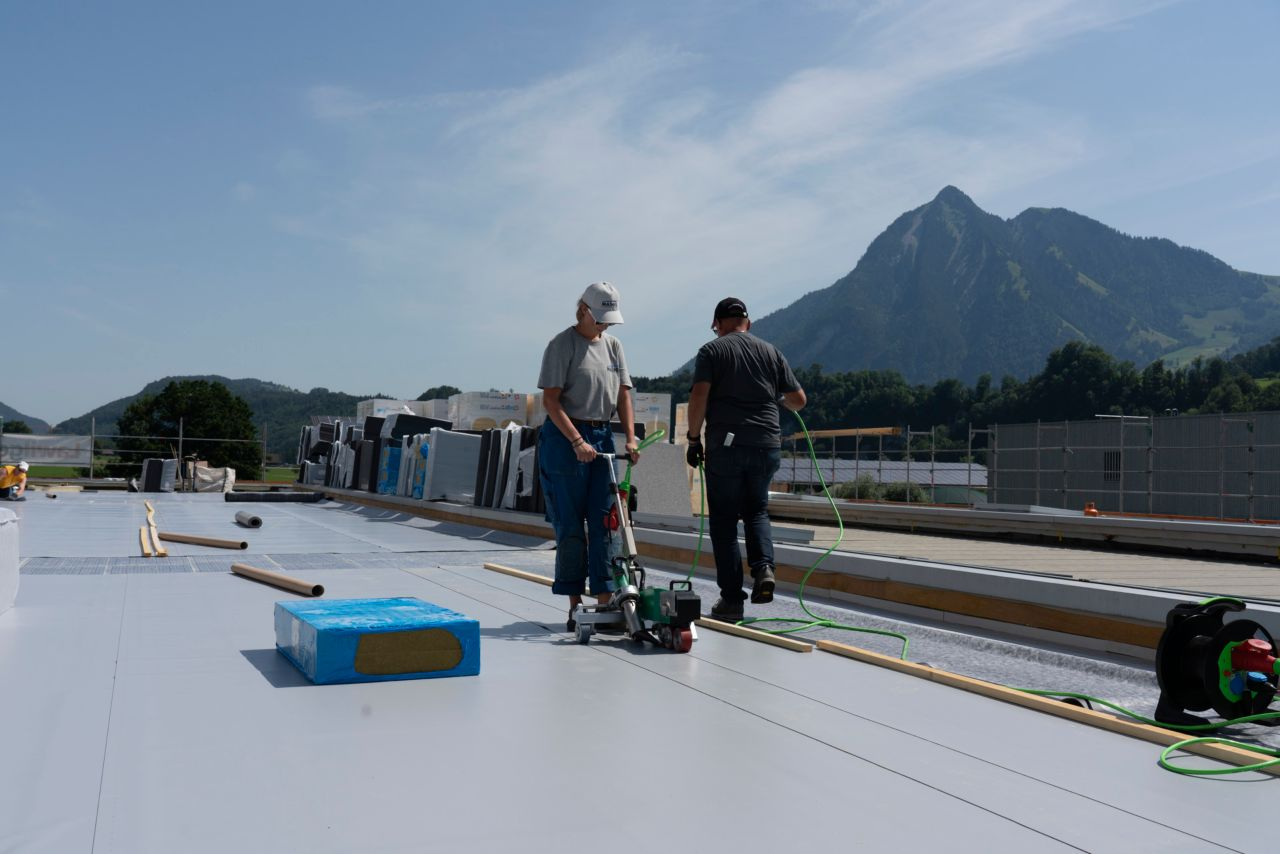 Refurbishment works on the Roof Leister Technologies AG Roof