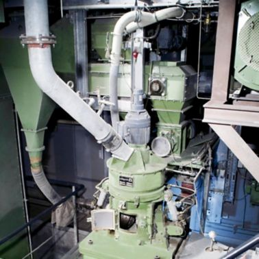 The Loesche pilot mill used by Sika
