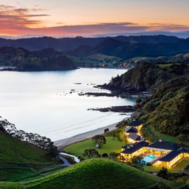 Luxury lodge with swimming pool at Helena Bay in New Zealand