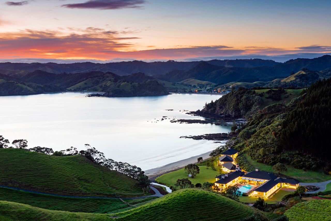 On this secluded northeast corner of New Zealand's North Island, one of the most beautiful sections of Northland's coast, lies Helena Bay Lodge.