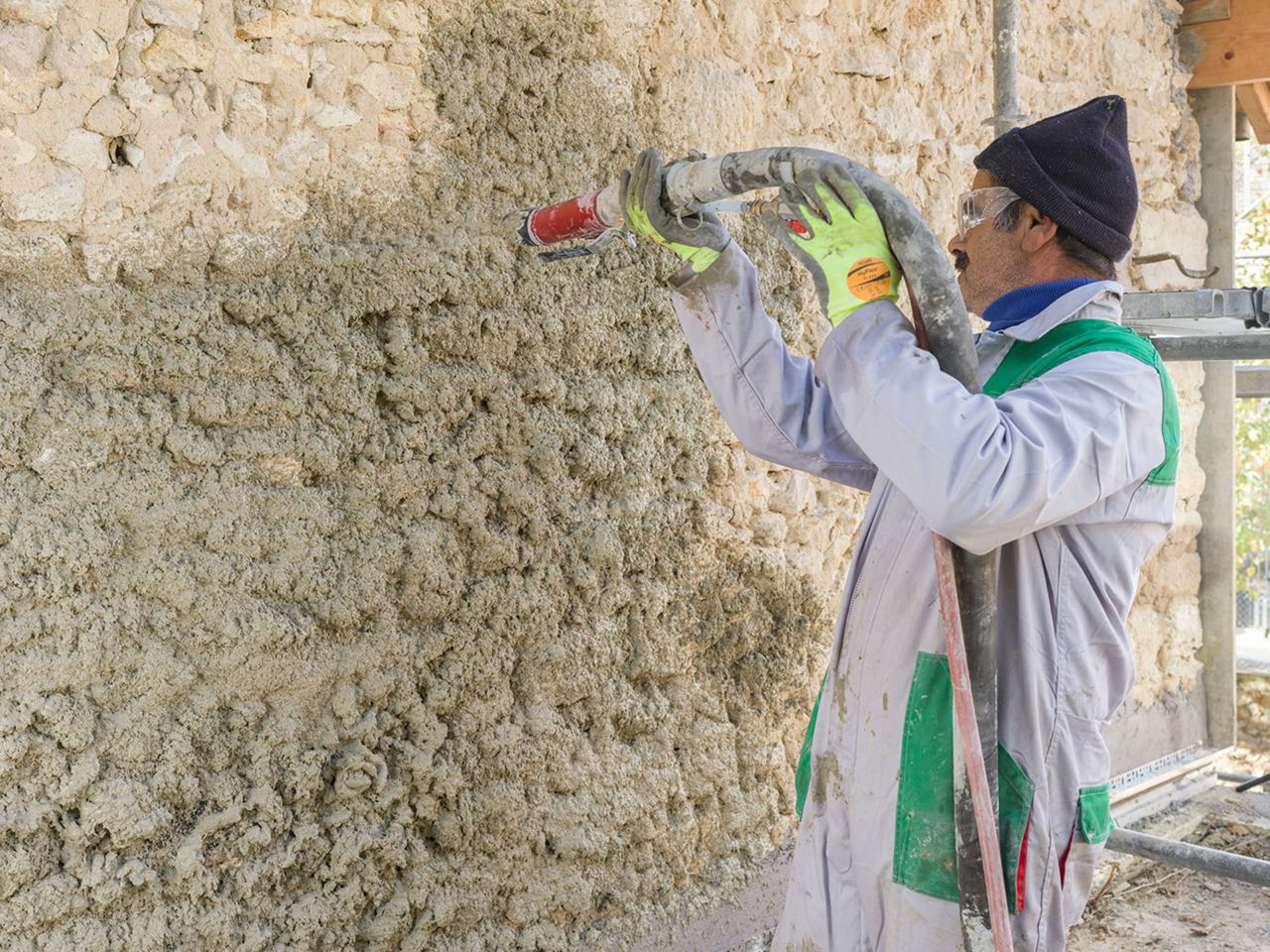 "PARNATUR®, the first ""easy-to-spray"" thermal and phonic insulation hemp-based mortar"
