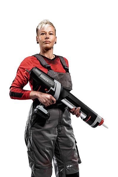 Person presenting gun with Sikaflex®- 554