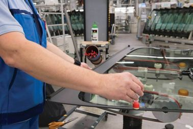 Close up View of technician manually applying Sika HydroPrep water based aktivator on windshield