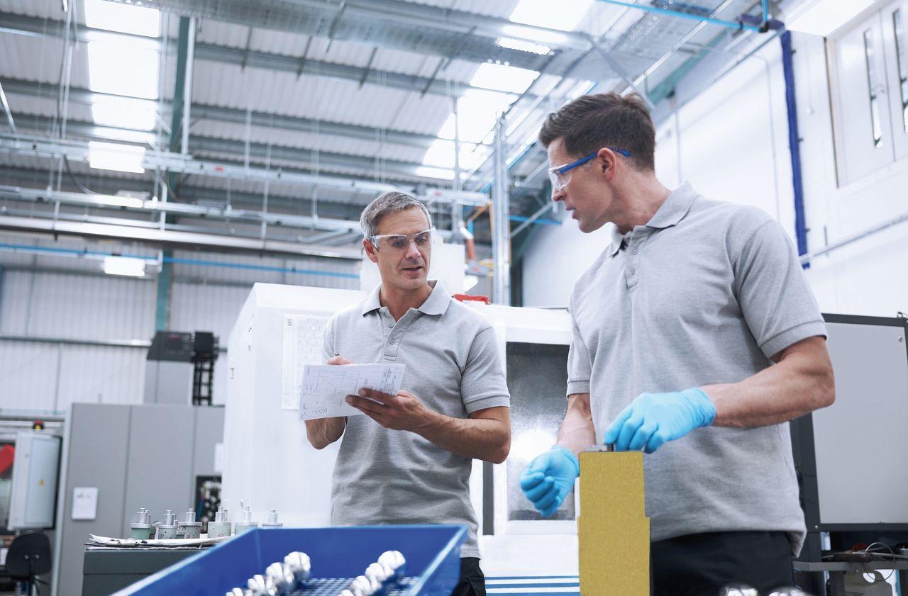 制造工厂中夹层板元件的生产
