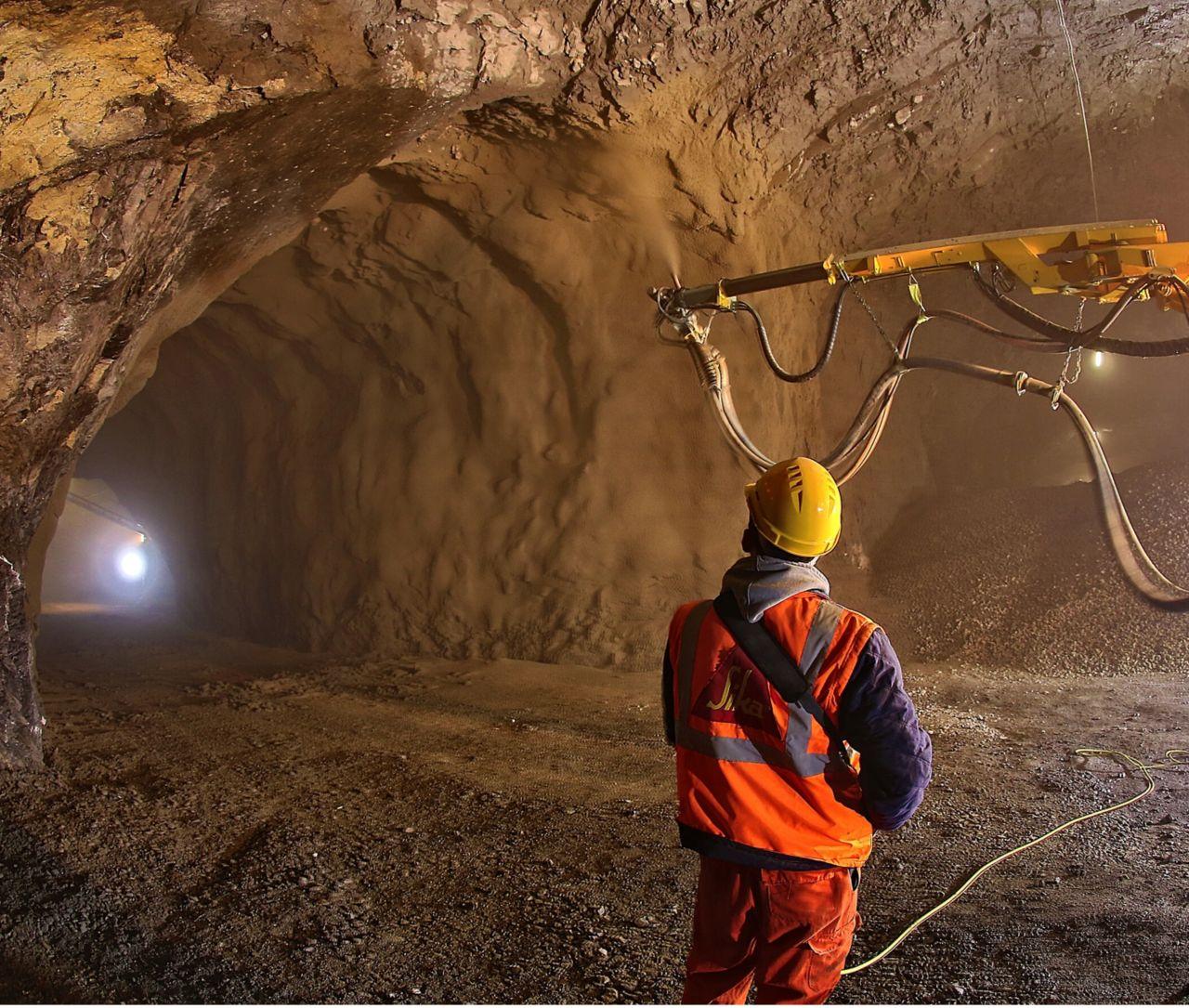 Shotcrete with Sigunit accelerator to strengthen underground structures of mine