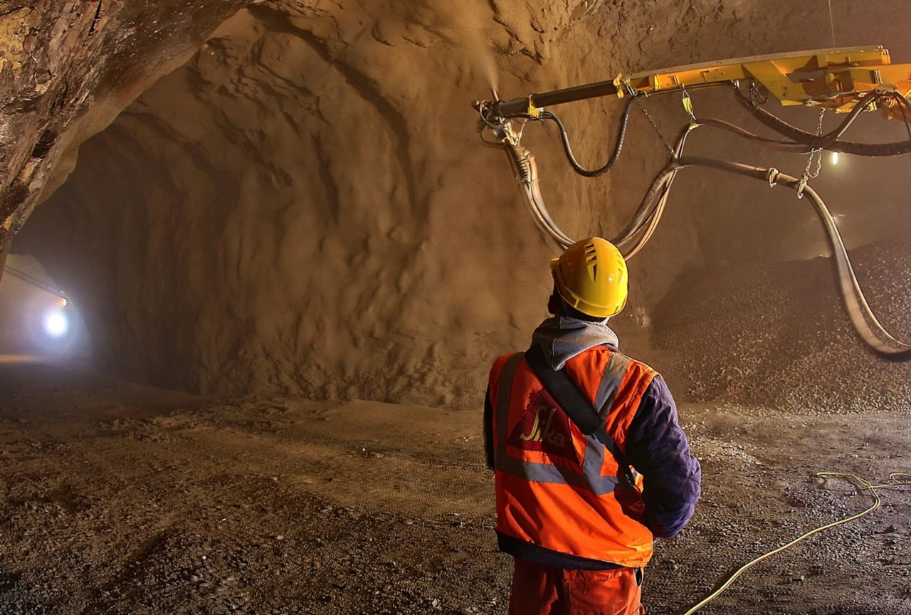 Shotcrete with Sigunit accelerator to strengthen underground structures of mine