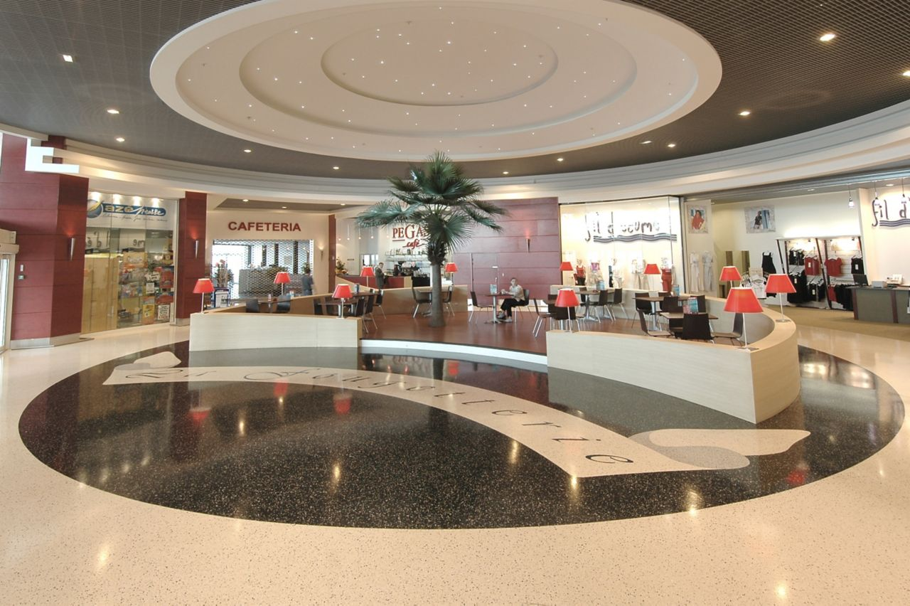 Sikafloor® Terrazzo floor circle in commercial shopping mall