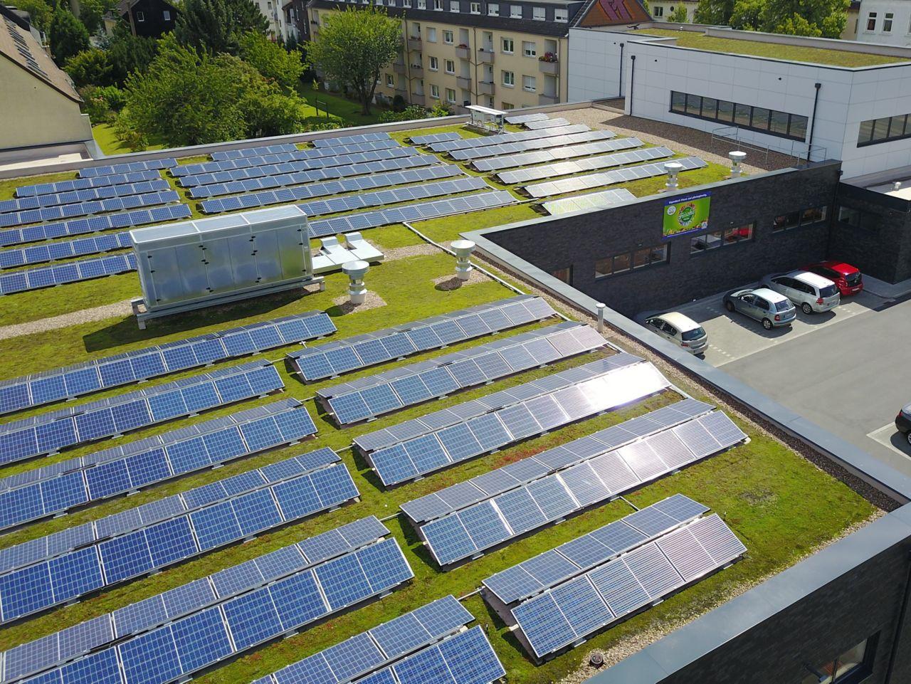 Sika SolarMount-1 appliquée en toiture solaire et végétalisé à Dortmund, Allemagne