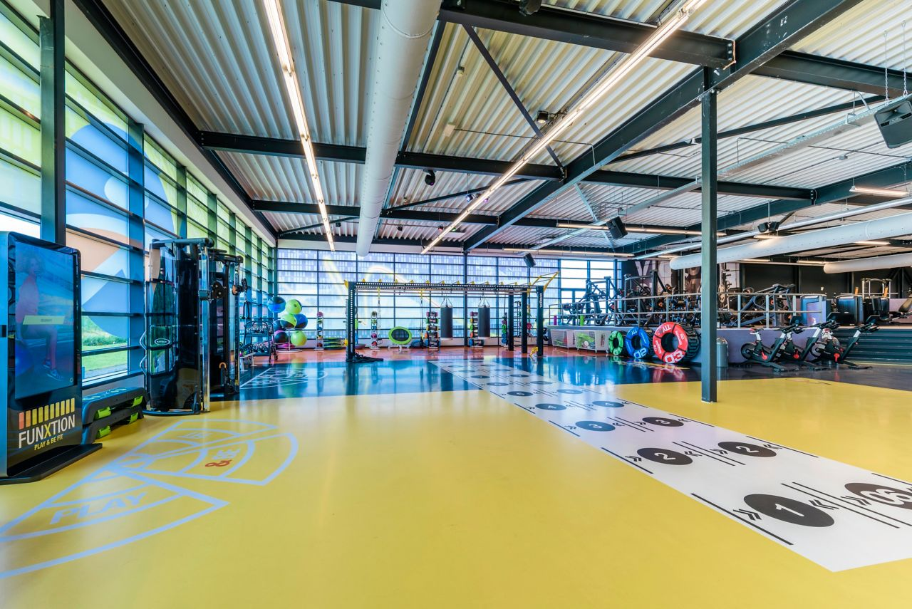 Sport Floor Yellow Pulastic in Fitness Gym