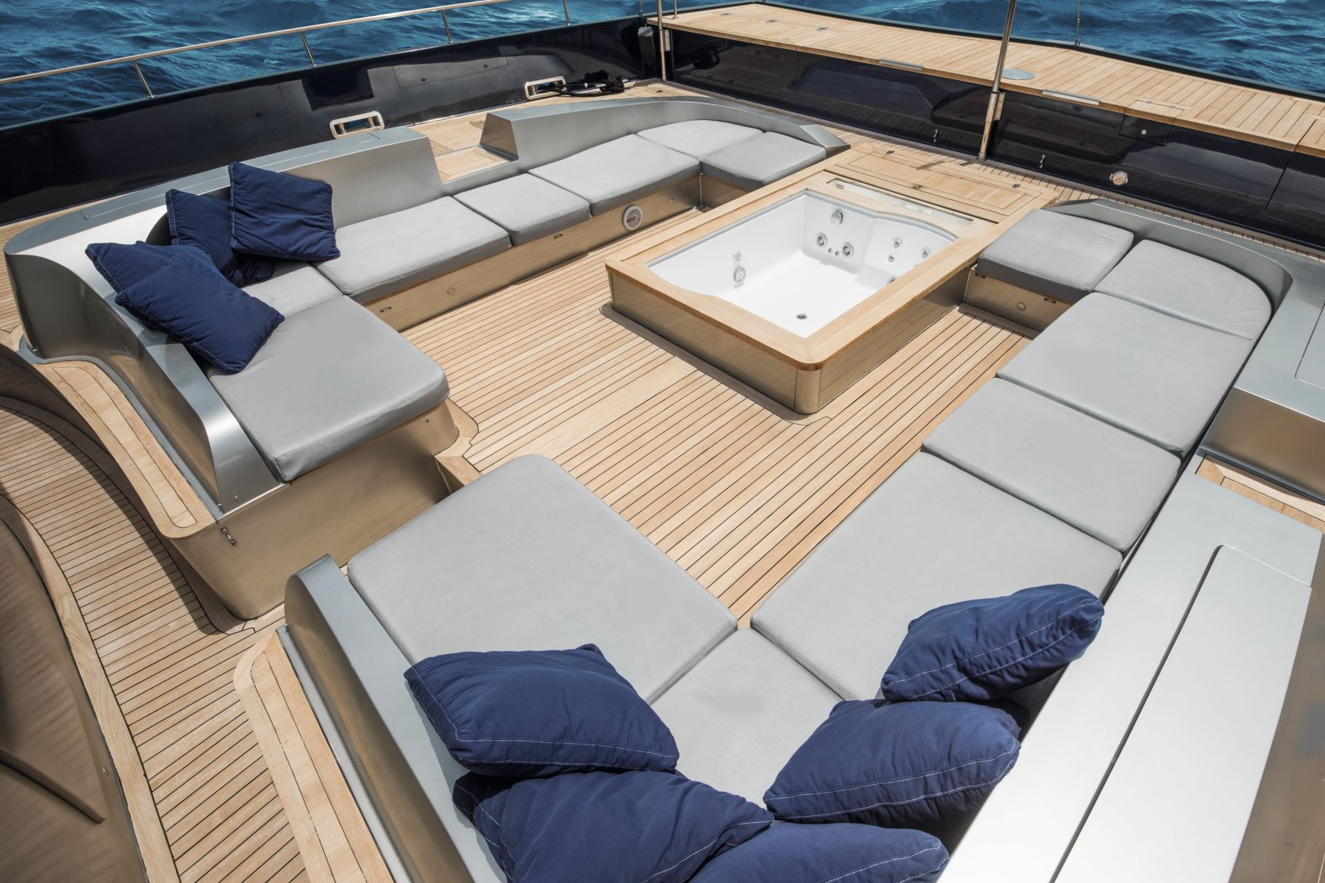 Sikafloor® Marine 595: Cool-deck technology for more comfort and sustainability