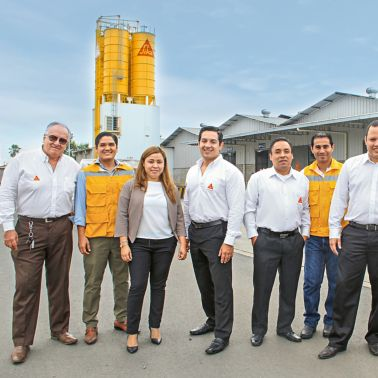 Sika Ecuador – General Manager with Team