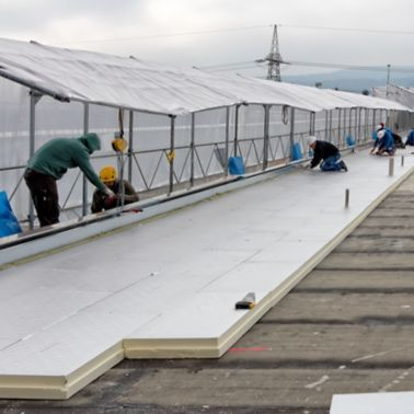 Installation of thermal insulation