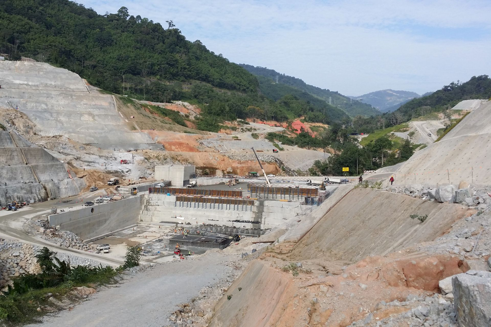Application of Roller Compacted Concrete (RCC) at the Ulu Jelai Hydropower Dam in Malaysia