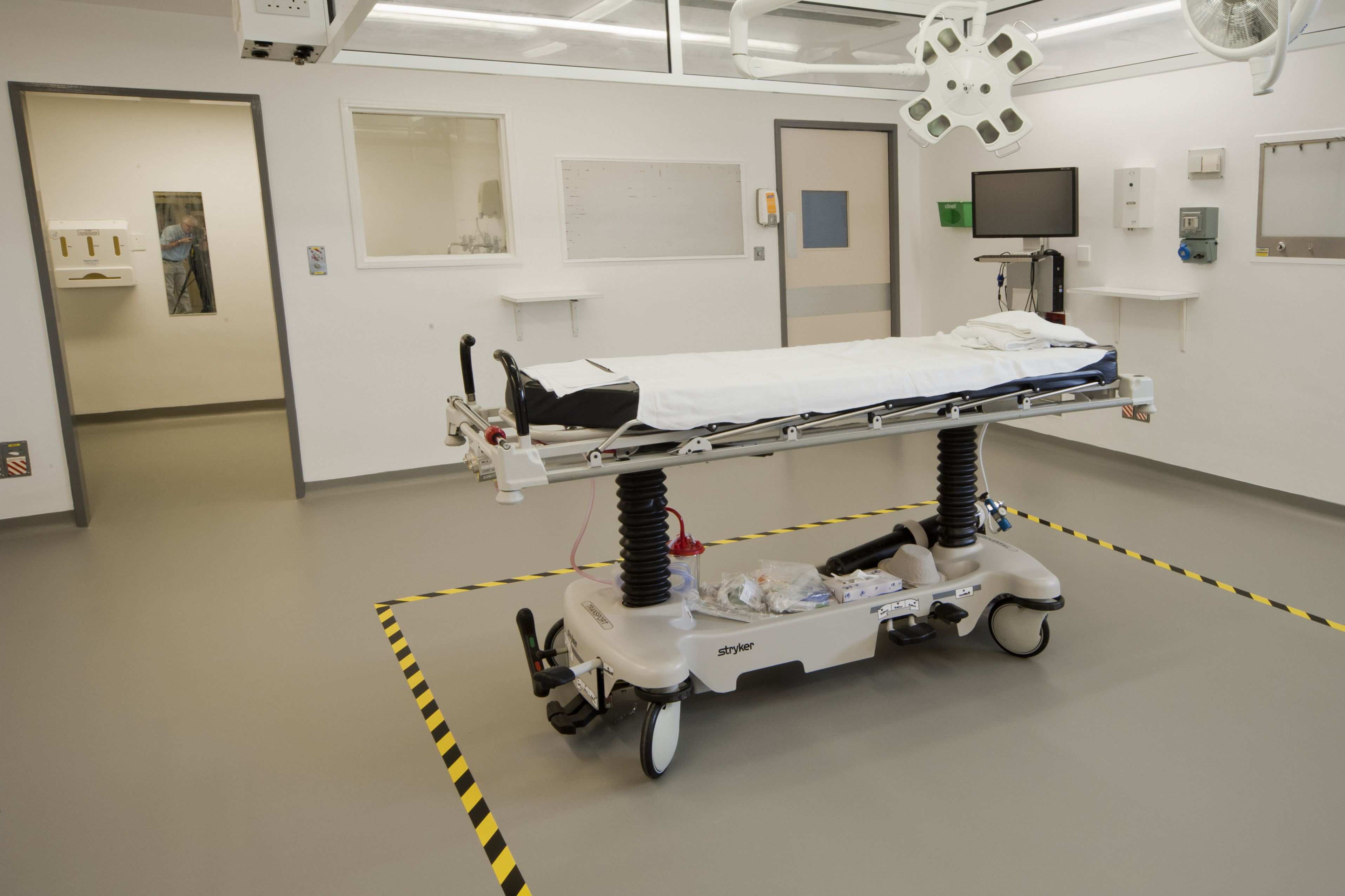 Hygienic floor and wall coating in hospital made with Sika coating systems
