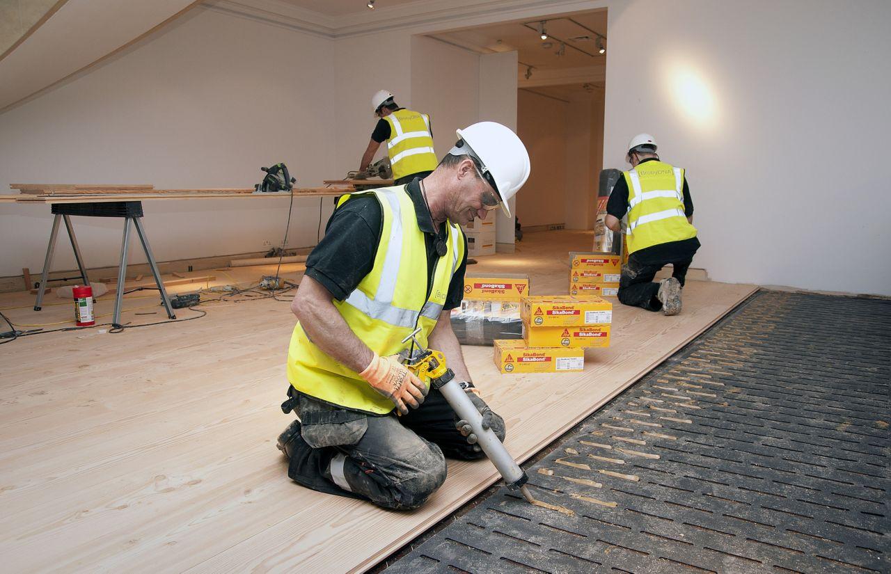 lepení dřevěných podlah systémem AcouBond