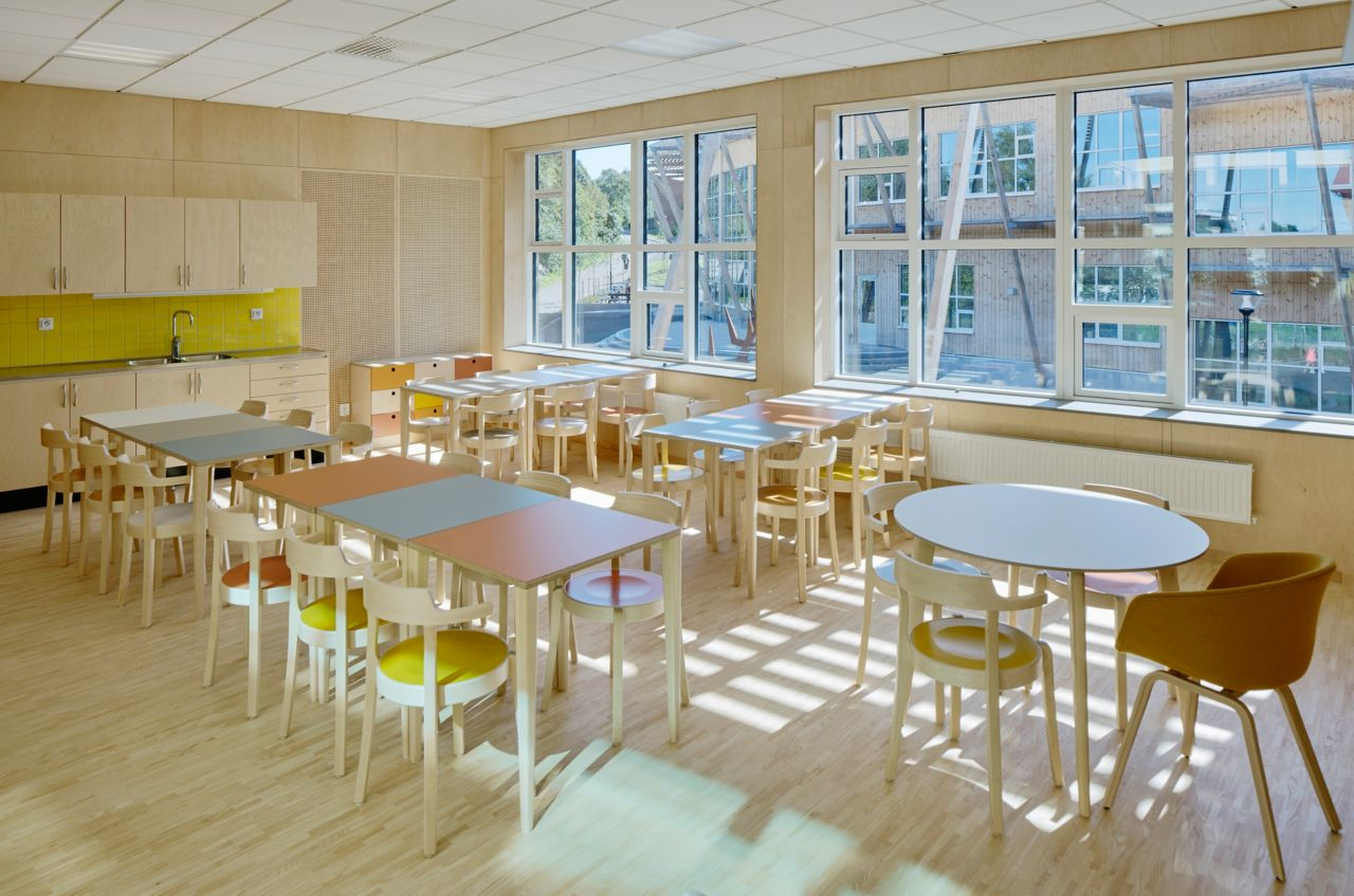Wood floor bonding with Casco adhesive in Landamäreskolan school in Sweden