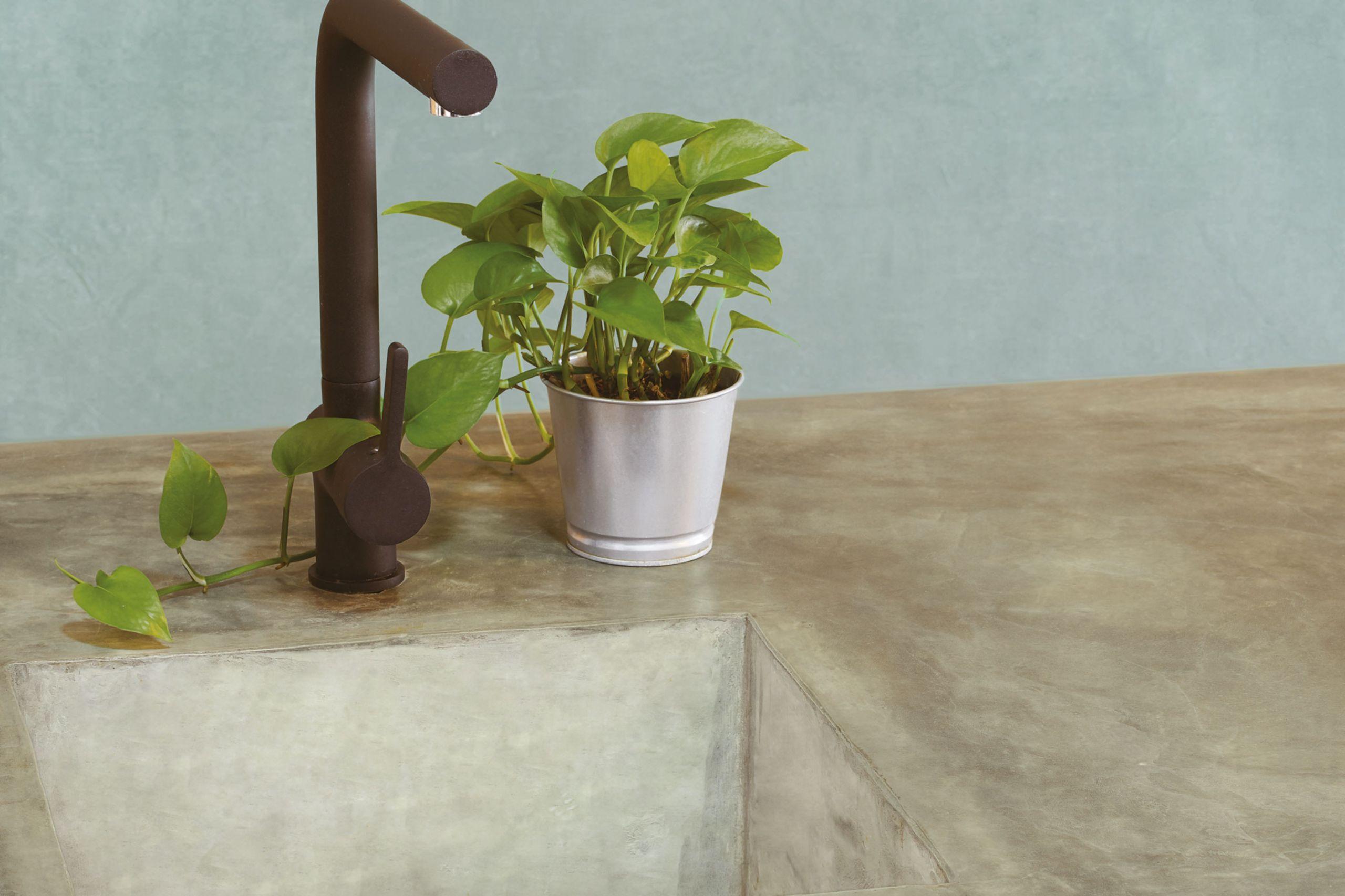 Detagglio piano e lavabo cucina in microcemento