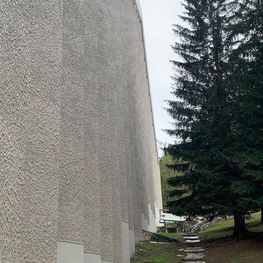 Beton- und Fassadenputzsanierung an mehrstöckigem Wohnhaus