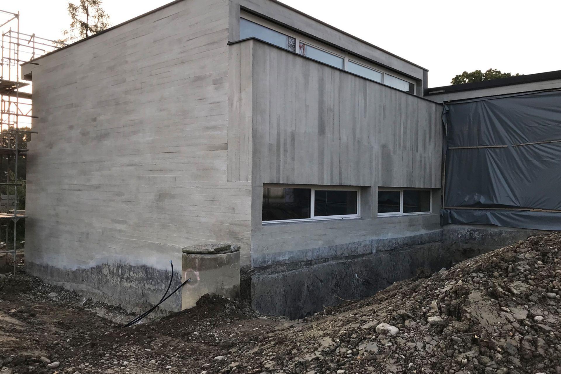Anspruchsvolle Betoninstandsetzung an Sichtbetonfassade, Schulgemeinde, Arbon