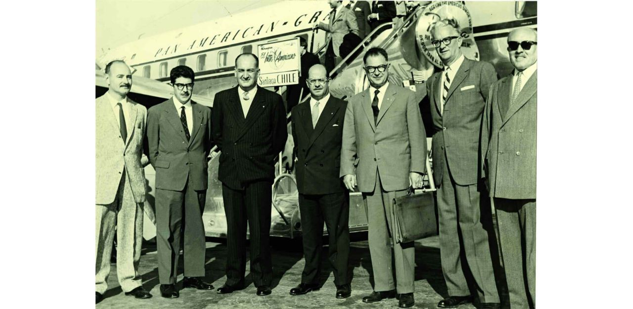 Rassemblement de 7 hommes qui représentent la présence de Sika en Europe, en Amérique du Sud et en Asie