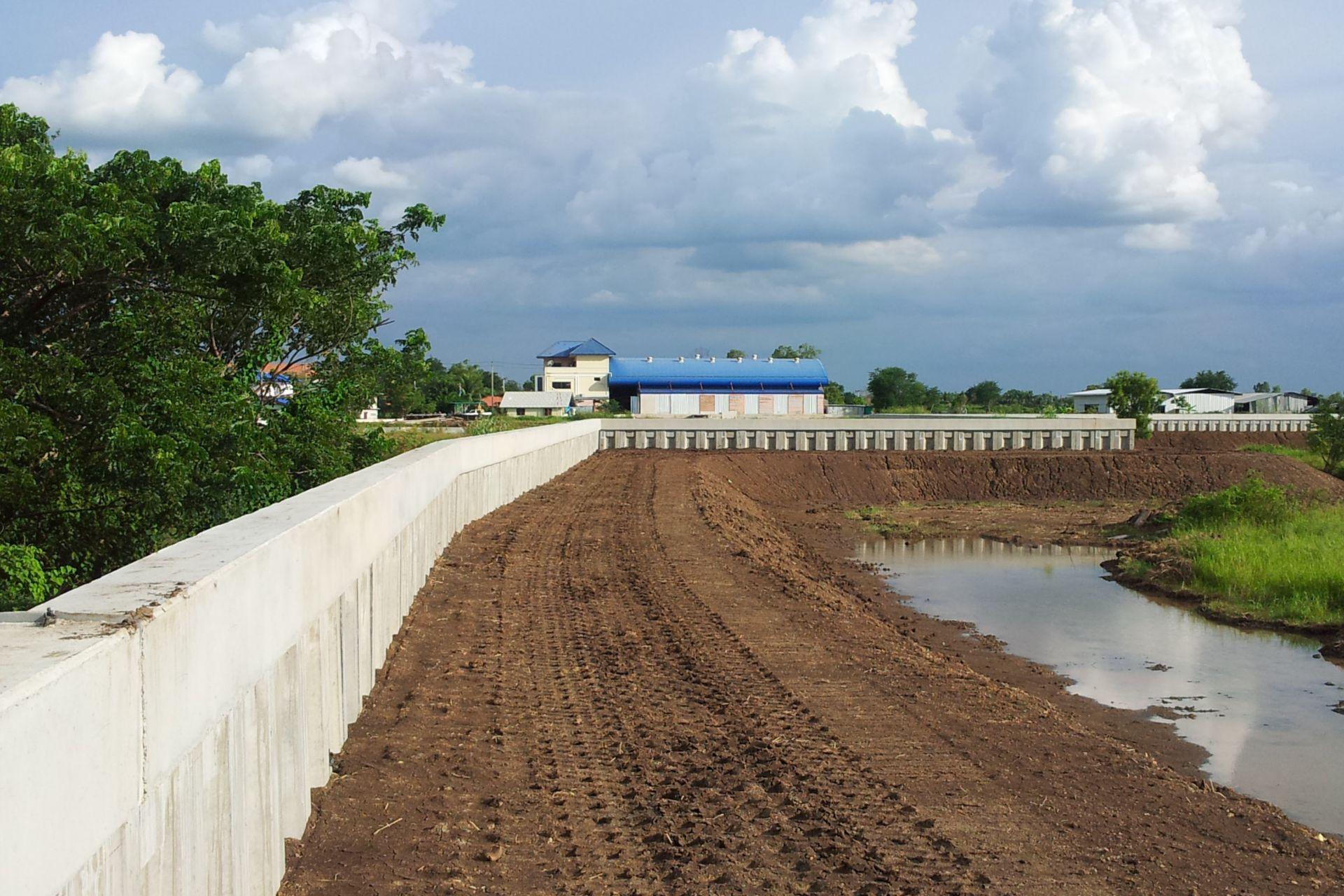 Flood Prevention Wall Rojana Industrial Park Ayutthaya