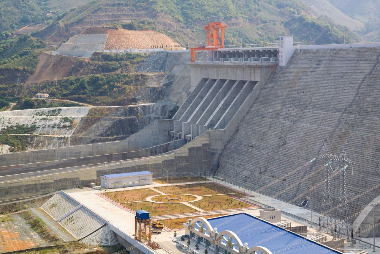 Dam intakes and spillways