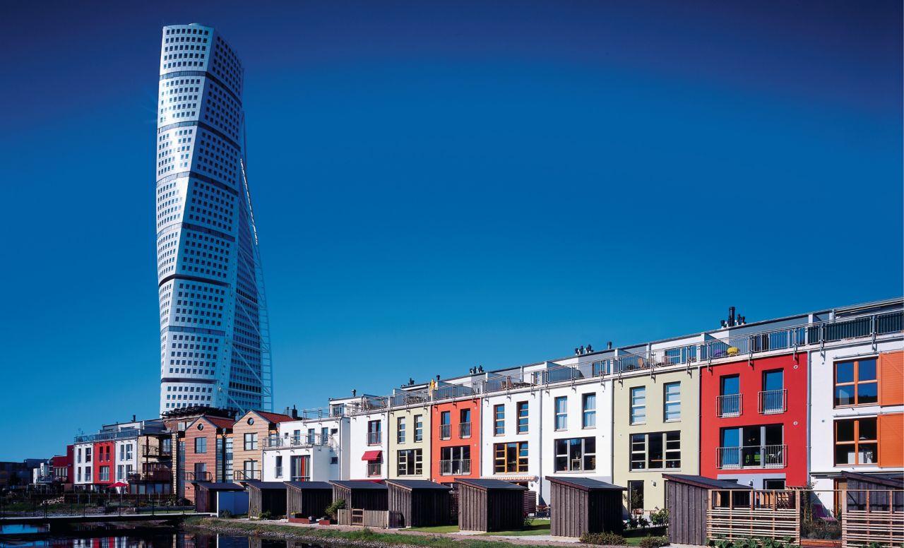 """Sika ViscoCrete sayesinde, Malmö, İsveç'te 180 metre yüksekliğindeki """"Torna Torso"""" nun en üst katlarına kadar beton pompalamak ve sıvasız beton cepheye cam gibi pürüzsüz bir yüzey vermek mümkün oldu."""