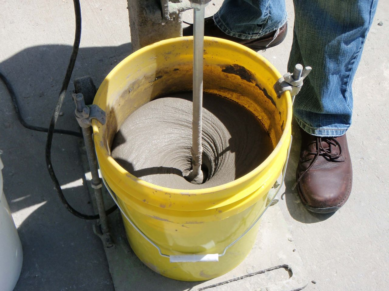 saw on concrete to demonstrate low dust