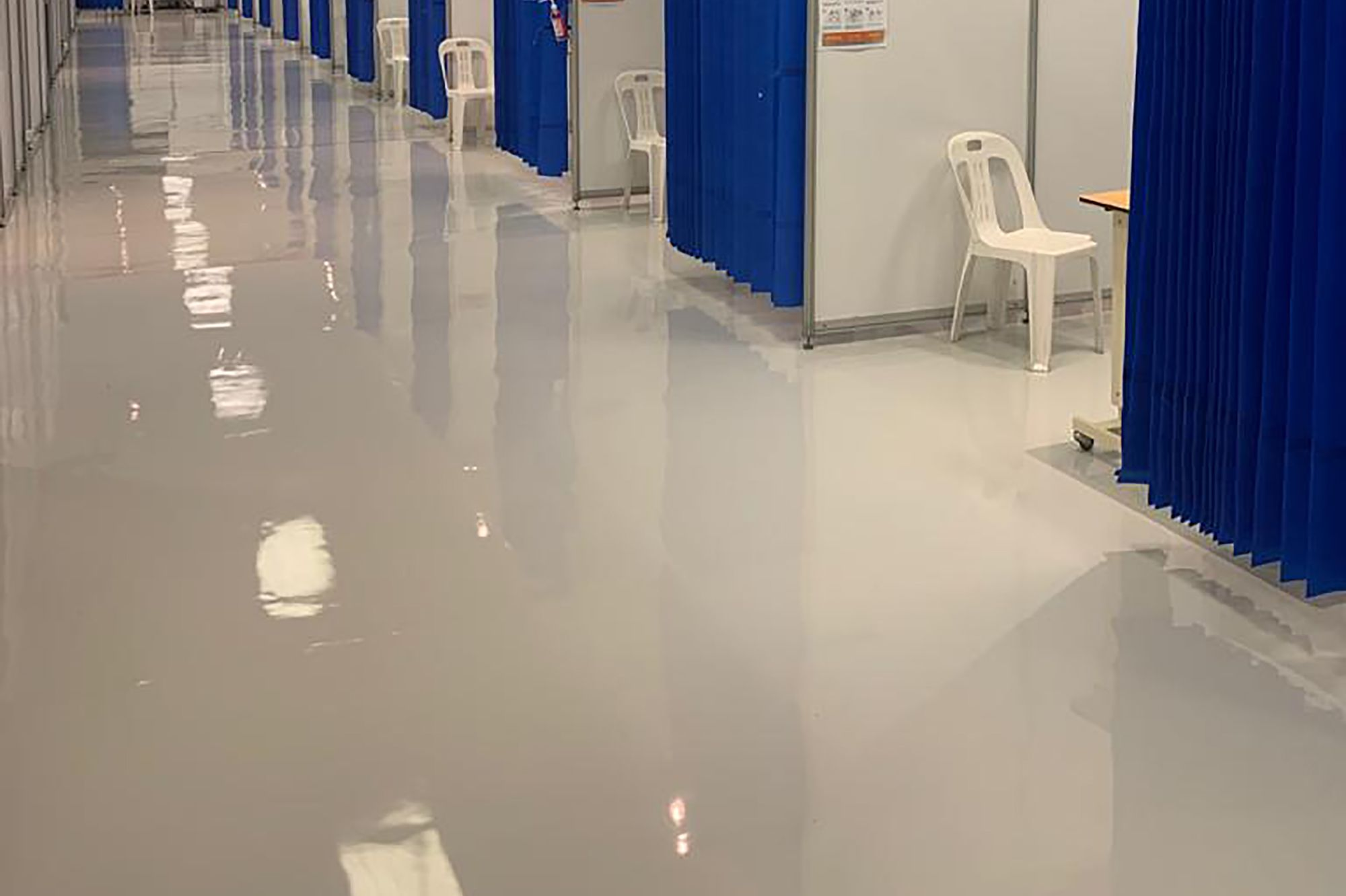 Sika's self-levelling epoxy floor coating were specified to assist the KZN Department of Health with flawlessly smooth floors for COVID health care facility.