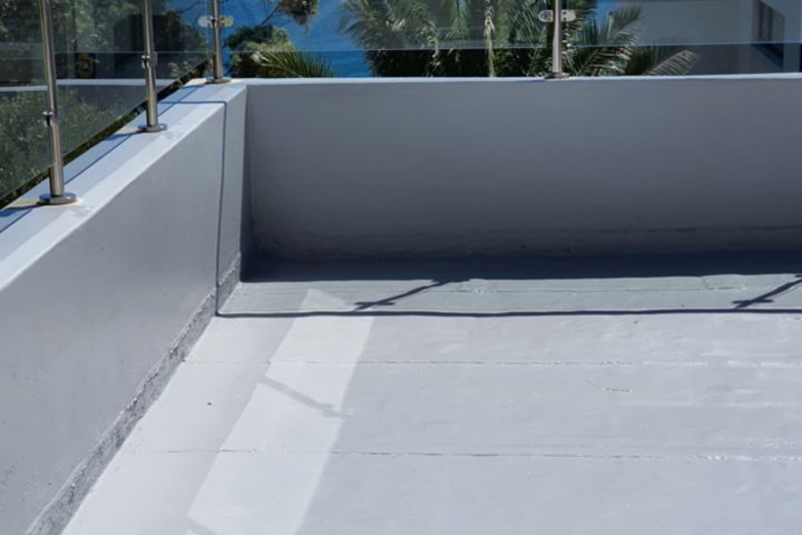 A seamless finish with Sikalastic® -560. A cold-; liquid-applied waterproofing solution for rooftops.